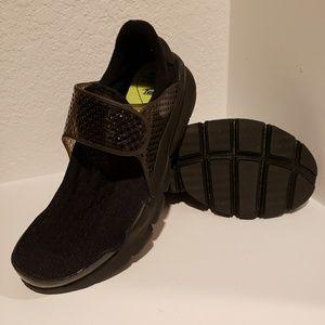 Women's Nike Sock Dart Running Shoes Black, sz 10